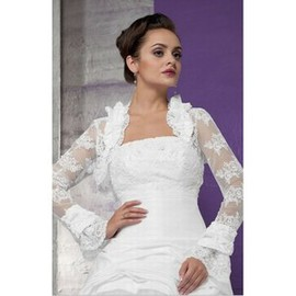 Peak White Lace Hem Luxurious Bolero