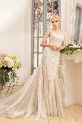 Sexy Long Pleated Lace Fabric Appliques Wedding Dress