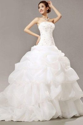 Chic & Modern Lace Fabric Inverted Triangle Strapless Showy Embroidery Wedding Dress