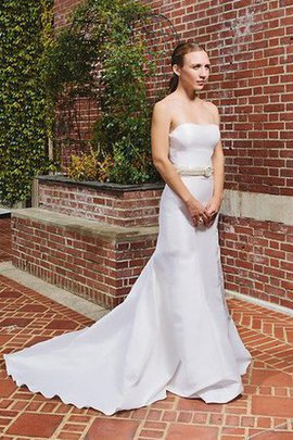 Chic & Modern Sleeveless Natural Waist Satin Floor Length Wedding Dress