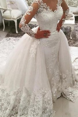 Embroidery Hot Sale Lace Fabric Romantic Elegant & Luxurious V-Neck Button Wedding Dress