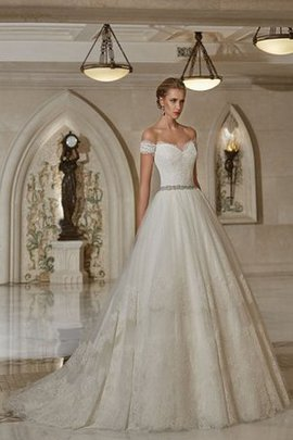 Elegant & Luxurious Sleeveless Sweep Train Lace Romantic Wedding Dress