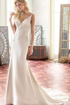 Sleeveless Chic & Modern Vintage Sexy Embroidery Wedding Dress