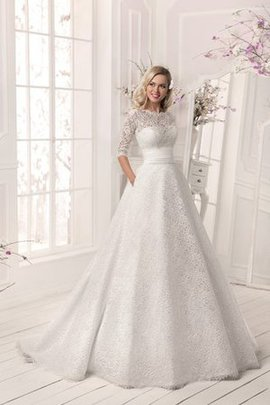 Elegant & Luxurious Lace-up Lace Notched Wedding Dress
