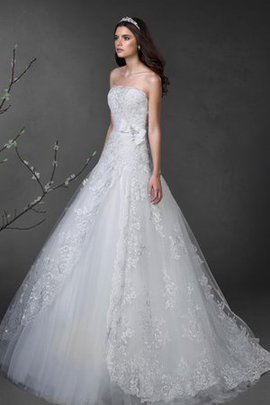 Appliques Chapel Train Lace-up A-Line Long Wedding Dress