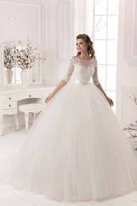 Court Train Beading Elegant & Luxurious Lace-up Wedding Dress