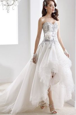 Sweetheart Romantic Sleeveless Zipper Up Chapel Train Wedding Dress