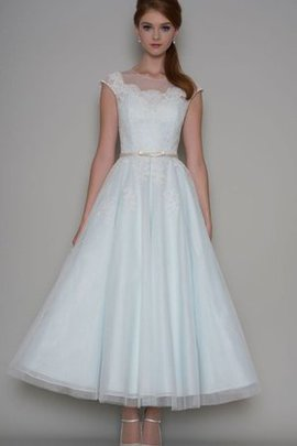 Tulle A-Line Capped Sleeves Appliques Scoop Wedding Dress
