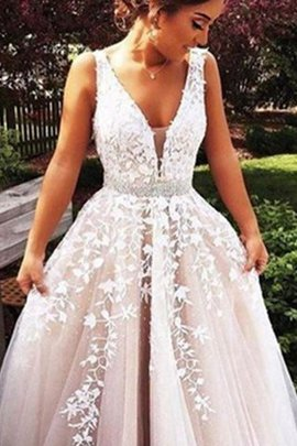 Princess Sweep Train Sleeveless Tulle Appliques Evening Dress