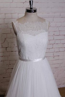 Sleeveless Lace A-Line Tulle Court Train Wedding Dress