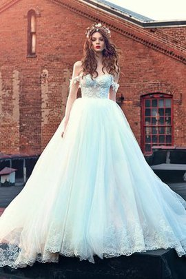 Appliques Lace Vintage Ball Gown Pleated Wedding Dress