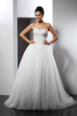Sweetheart Appliques A-Line Chapel Train Wedding Dress