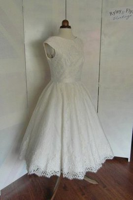 Short Sleeves A-Line Lace Fabric Vintage Wedding Dress