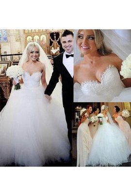 Sweetheart Sweep Train Tulle Sleeveless Beading Wedding Dress