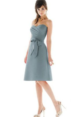 A-Line Criss-Cross Sweetheart Ruched Knee Length Bridesmaid Dress