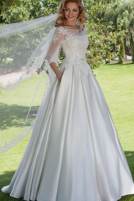 Beading Lace-up Vintage 3/4 Length Sleeves Lace Wedding Dress