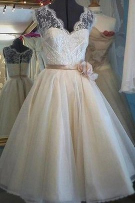 Eye-catching Rectangle Lace Fabric Inverted Triangle Princess Modest Hall Wedding Dress