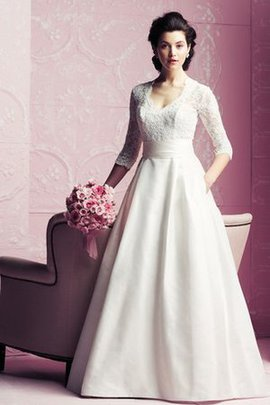 Court Train Lace Fabric Vintage V-Neck Bow Wedding Dress