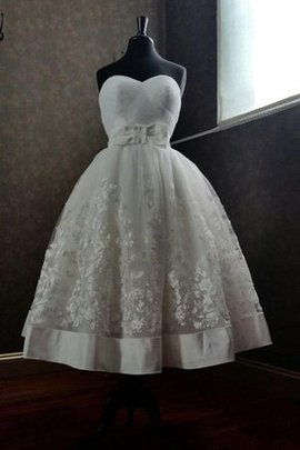 Sweetheart Appliques Vintage Zipper Up Square Wedding Dress