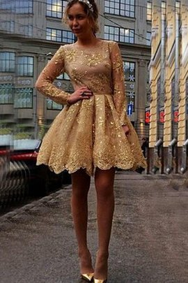 Informal & Casual Simple Knee Length Lace Homecoming Dress