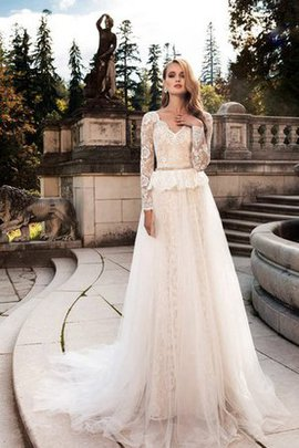 Long Sleeves A-Line Chic & Modern Lace Fabric Vintage Wedding Dress