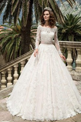 Elegant & Luxurious Long Sleeves Vintage Appliques Wedding Dress