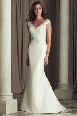 Modest Floor Length Hourglass Sleeveless Wedding Dress