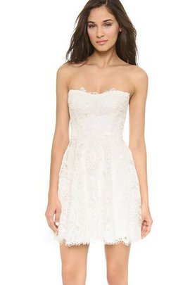 Sleeveless Lace Short Strapless Natural Waist Wedding Dress