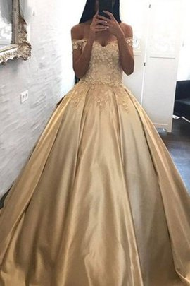 Sweet Sleeveless Off The Shoulder Sweep Train Natural Waist Appliques Ball Gown Prom Dress