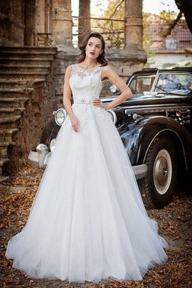 Sleeveless Scoop Keyhole Back Long Appliques Wedding Dress