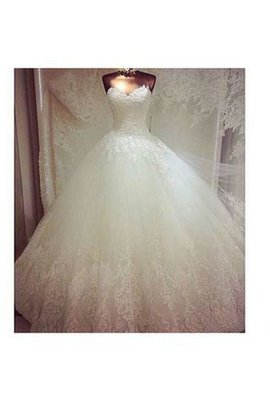 Tulle Ball Gown Vintage Zipper Up Chapel Train Wedding Dress