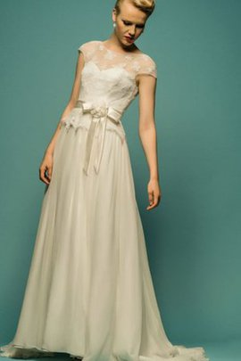 Tulle Short Sleeves Appliques Vintage Natural Waist Wedding Dress