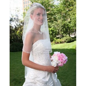 Elegant Short Wonderful Wedding Veil - 2
