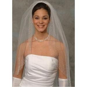 Simple Timeless Short Wedding Veil - 1