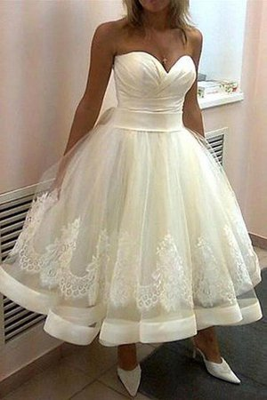 Tea Length Sleeveless Natural Waist Appliques Tulle Wedding Dress - 1
