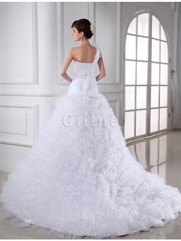 Sleeveless Sweetheart Long Organza Chapel Train Wedding Dress